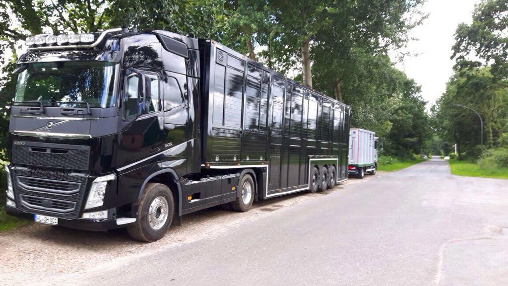 LKW-Volvo-Strassenrand_2019